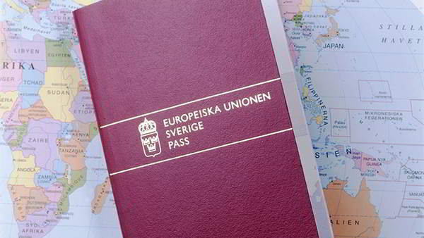 Шведский паспорт продолжает терять ценность
